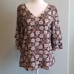 Roz & Ali floral bell tier sleeve blouse